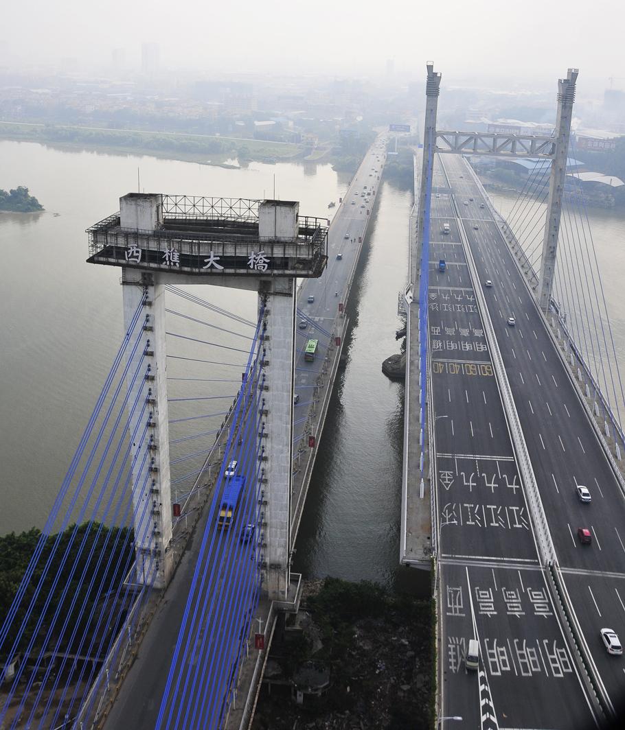 西樵山/8月8日上午,新华社广东分社记者搭乘直升飞机