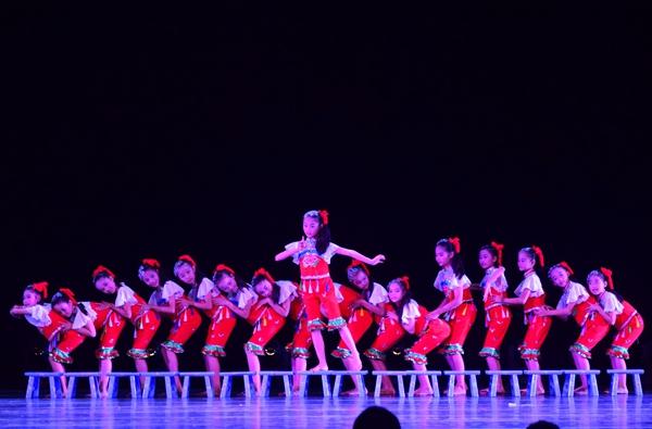 少儿舞蹈图片_幼儿舞蹈动作图片