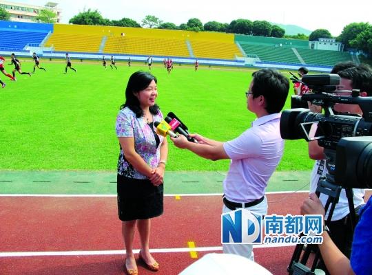 增城副市长叶鸿谈推广橄榄球图片