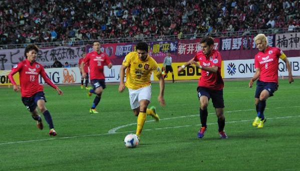 大阪樱花 5月6日,广州恒大队员埃尔克森(中)在比赛中