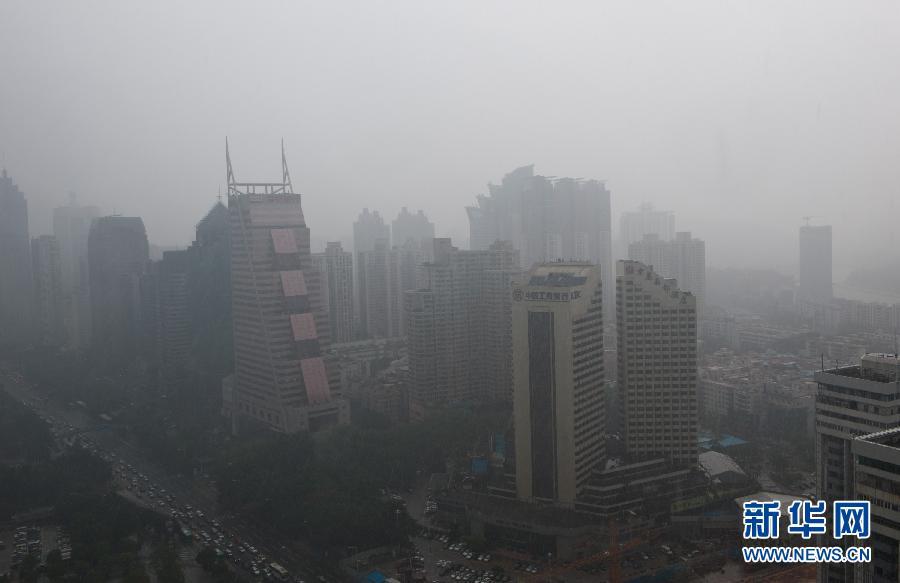 當日9時10分,深圳市氣象臺在深圳福田區,羅湖區,鹽田區等地區發布圖片