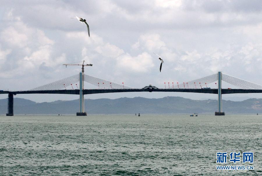 广东汕头南澳大桥全线合龙