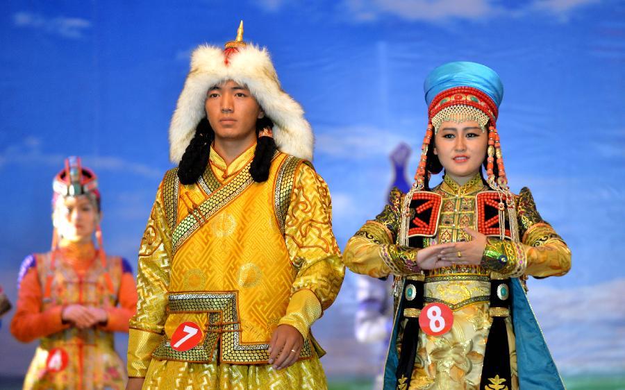 当日,内蒙古锡林郭勒国际蒙古族服装服饰邀请赛在锡林浩特市举行,来自