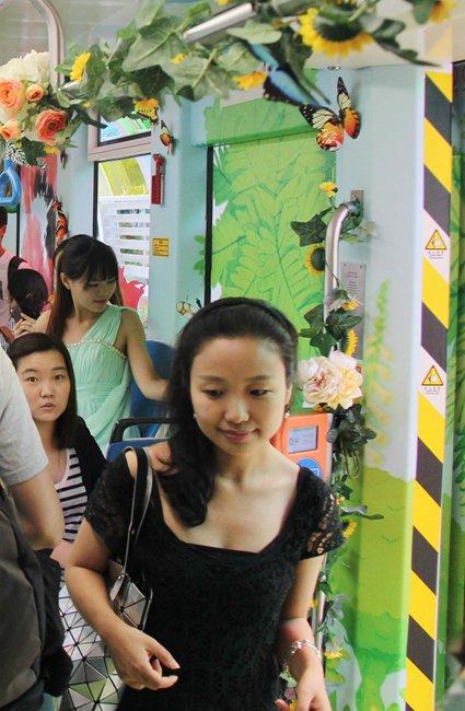 电车魔女中字_广州儿童主题电车上线车厢布置卡通元素感觉