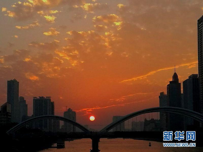 """广州晚霞惹人醉,你被黄昏的""""渐变色""""刷屏了吗?"""