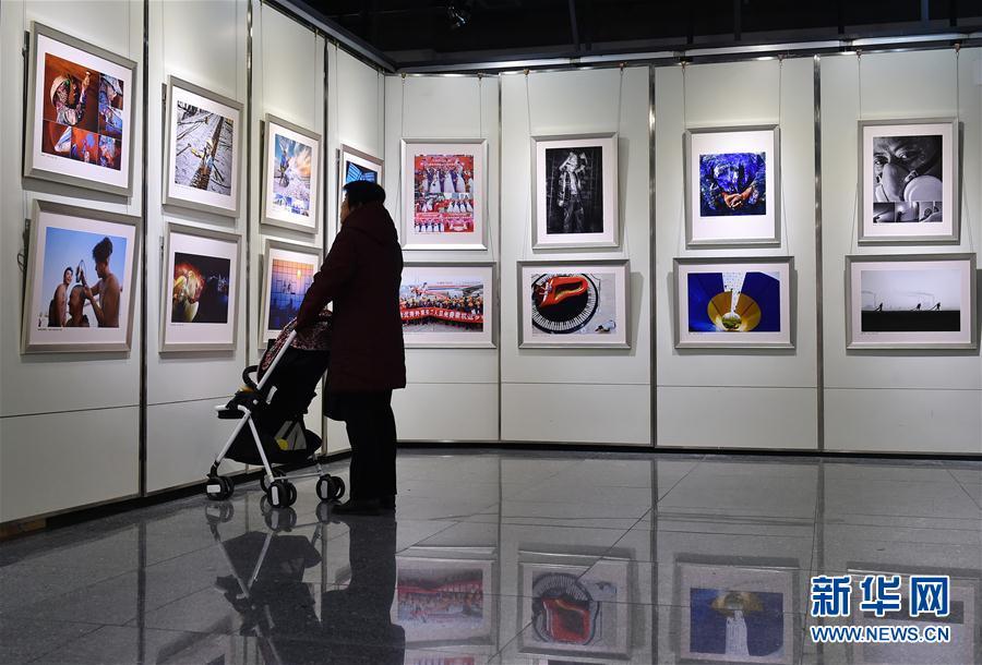 """第三届""""农民工·我的兄弟姐妹""""摄影大展在广州开幕"""