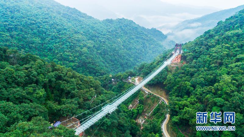 """广东清远玻璃大峡谷28日对外开放 来一场""""心动""""之旅"""