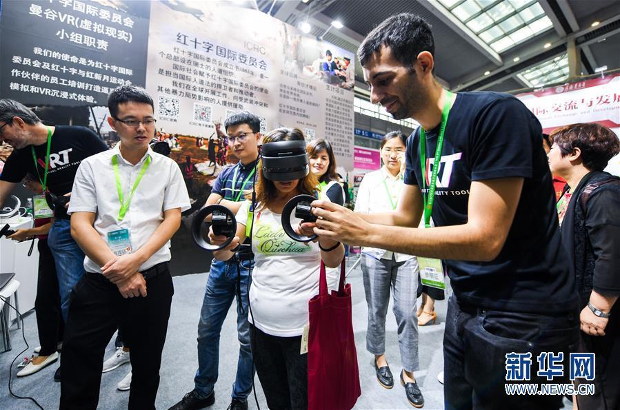 (社会)(3)第六届中国慈展会在深圳开幕