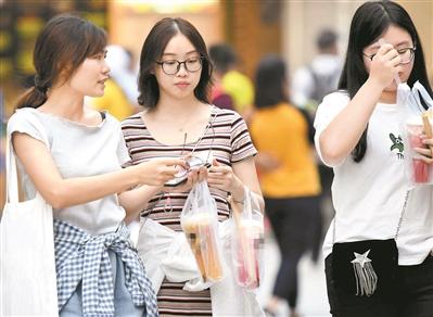 """中小学幼儿园须""""减糖""""! 限制销售高糖饮料和零食"""