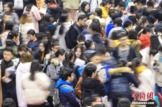广东取消暂缓就业政策 高校毕业生择业期政策8日实施