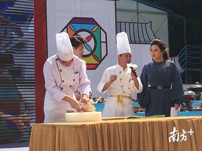 粵菜名師現場展示廚藝。華聲宇 攝