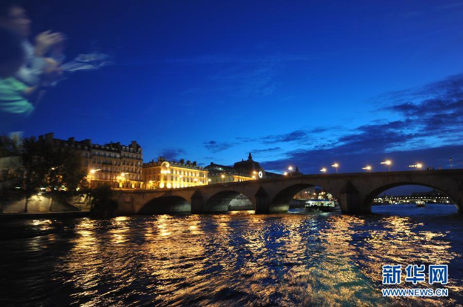 塞纳河风光塞纳河全长780公里,在塞纳河流经的城市中,巴黎