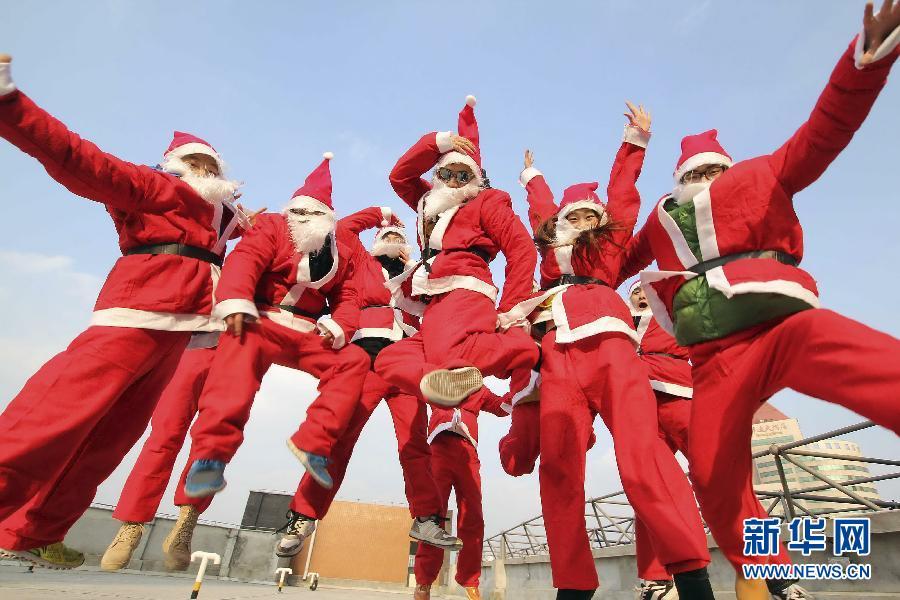 圣诞老人2 圣诞老人头像 圣诞老人骑鹿简笔画 卡通圣诞老人简笔画