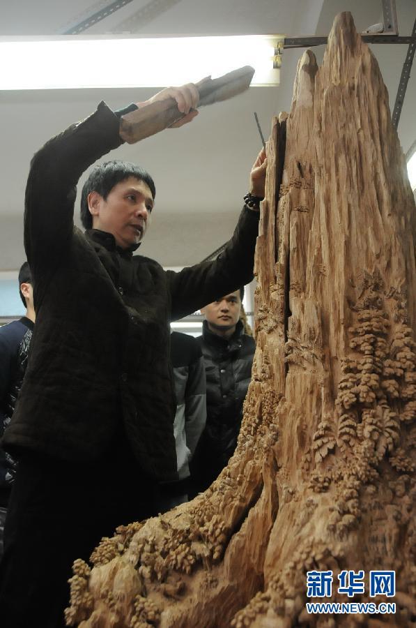 以中国工艺美术大师郑春辉为代表的福建木雕艺术家