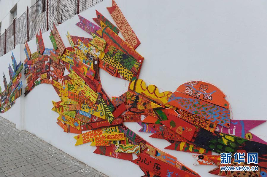 """8000块彩绘木板""""鱼""""拼成360米《共同富鱼》"""