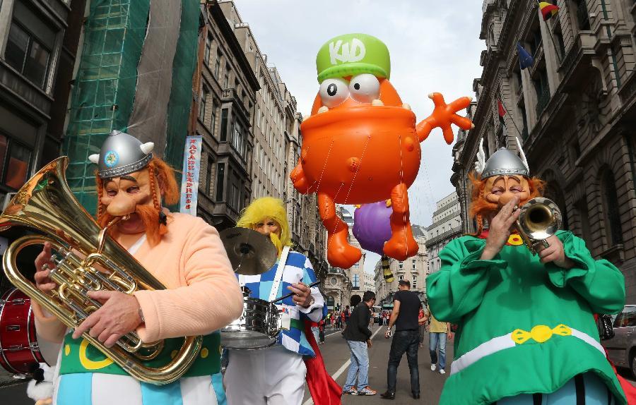 卡通 布鲁塞尔/9月7日,在比利时首都布鲁塞尔,装扮成动漫形象的乐手参加卡通...