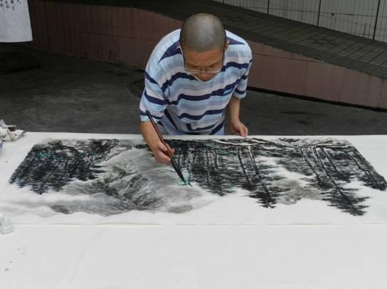 广东省美术家协会著名画家现场 挥毫泼墨祝福老人