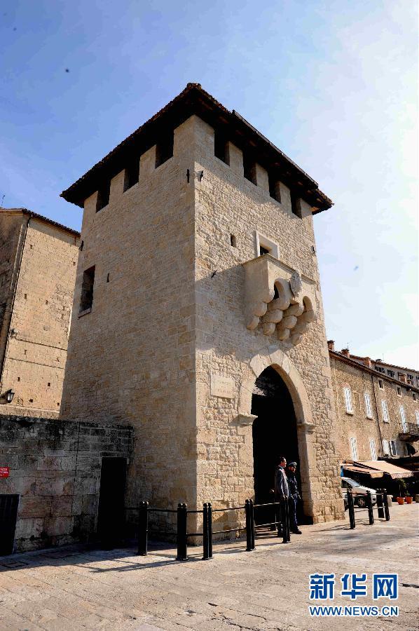 中国 圣马力诺/10月28日拍摄的圣马力诺市圣佛朗西斯科门。