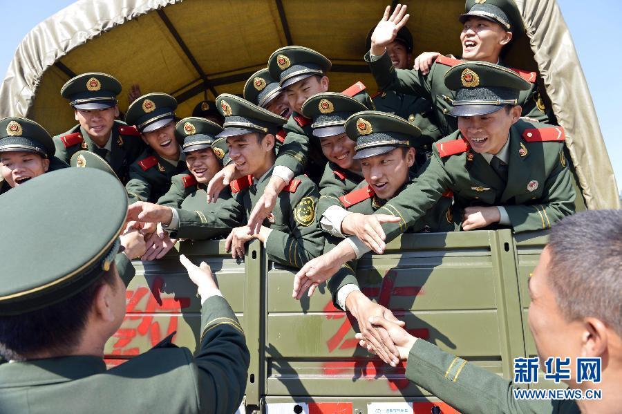 广东500武警新兵将赴边防一线_图片频道_新华