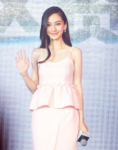 Angelababy婚后首亮相