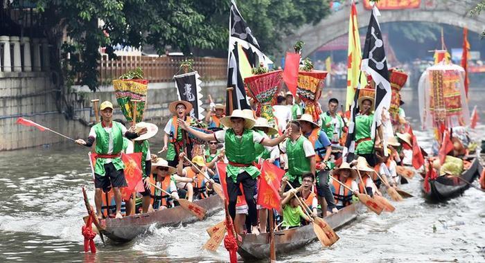 廣州:遊龍行舟迎端午
