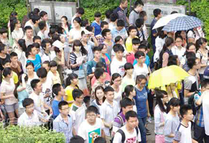 高考期間天氣炎熱局地有雷雨 赴考時帶把雨傘