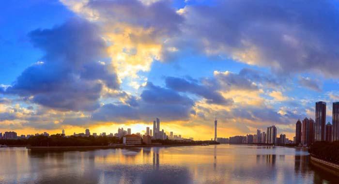 """【城市表情】羊城上空湛藍如洗 美若""""天空之境"""""""