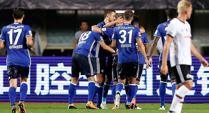 足球——國際足球對抗賽:沙爾克04勝貝西克塔斯