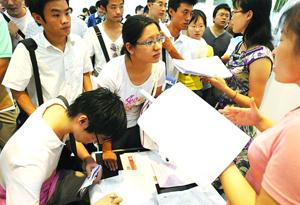 廣東二季度在崗員工月工資中位數同比漲9.6%