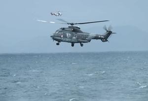 粵港救助船機協力出動 臺風中救出12名落水者