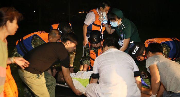 珠海:臺風天跨海緊急救援 邊防武警成功送助重傷員