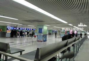 深圳各口岸出入境旅客均正常 停车位充足