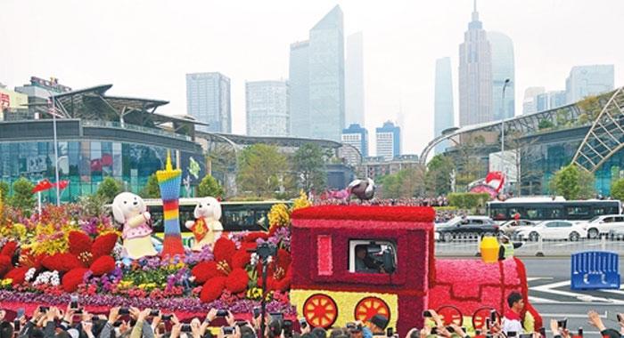 广州花车闹市巡游三日市民热情高涨