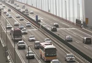 广清高速清远段北行车流大