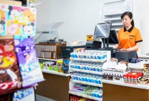 街头巷尾便利店 买得方便如何吃得安全?