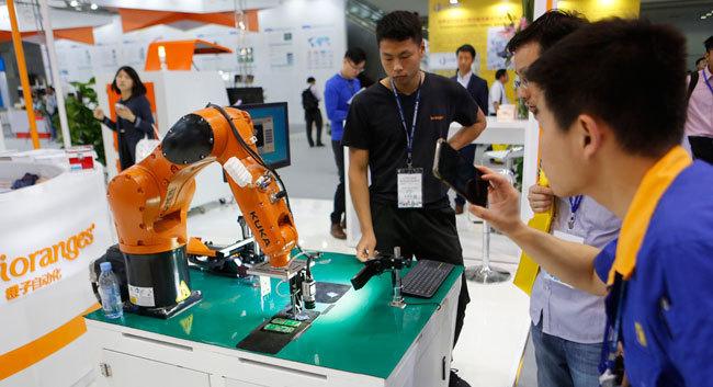 第六届中国电子信息博览会开幕 逾5000件科技新品亮相深圳