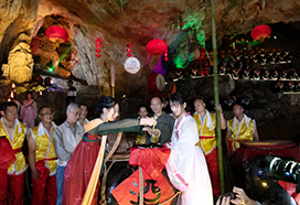 廣東連州地下河舉行洞藏酒開壇儀式