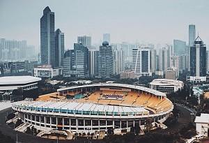 黄宁生:加强全民健身广场建设
