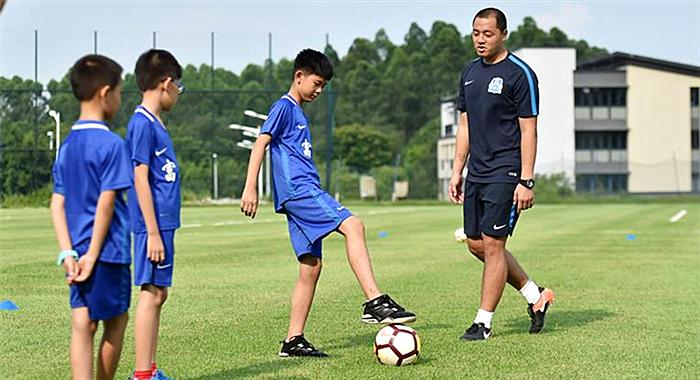 """足球——""""小候鳥""""走進廣州富力足球俱樂部"""