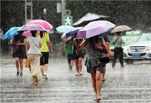 高溫暴雨同臺競技 一半雨水一半火焰