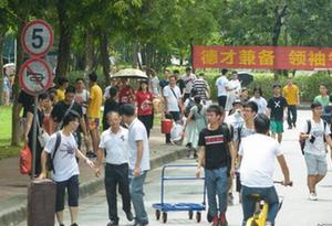 掃碼報到 刷臉入住 中山大學深圳校區迎來1700余名新生