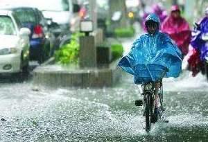 中央气象台发布暴雨蓝色预警 广东高潭镇降雨
