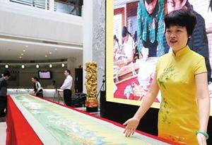 7人花10個月 繡完11.9米長《千裏江山圖》