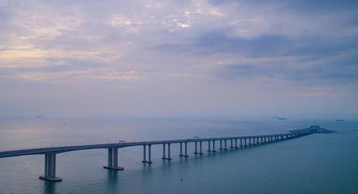 """港珠澳大橋香港段工程創造的""""香港第一"""""""