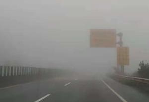 京港澳高速粵北段進入濃霧季節