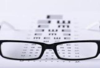 老人視力突然下降 警惕是否有顱內病變