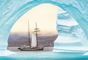 """美妙精致 帆船""""嵌入""""冰山拱門"""