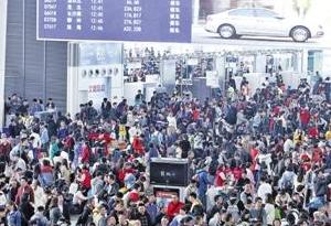 春運首周廣州南站迎客流高峰 往武昌南昌等有余票