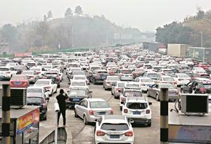 廣州北上車流量仍在不斷攀升 建議自駕錯峰出行