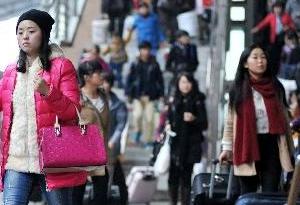 客流疊加返程高峰來了 廣鐵10日加開列車271趟